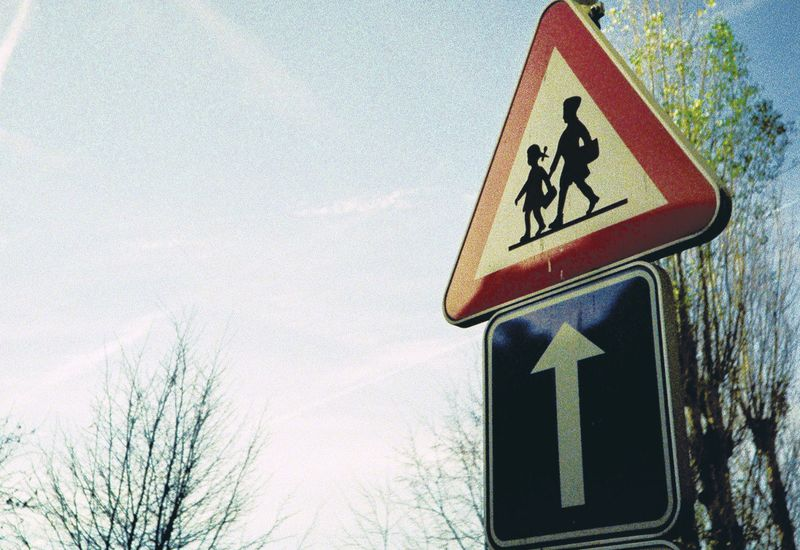 Verkeersbord aan school